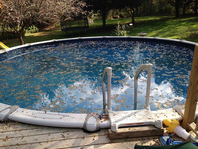znečištěný bazén