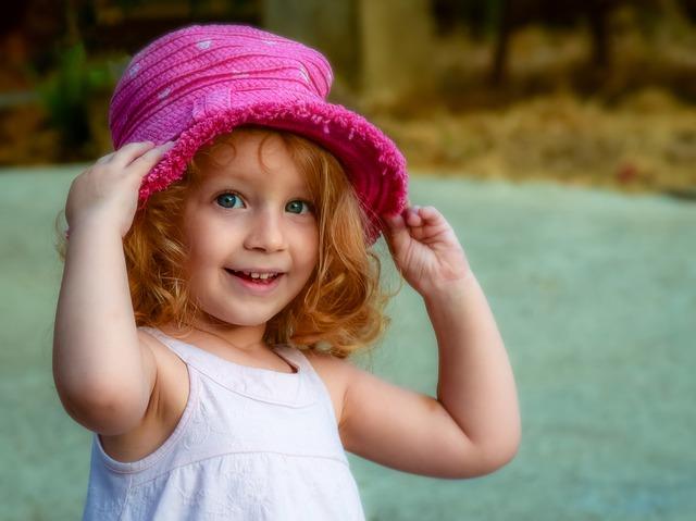 děvčátko v kloboučku