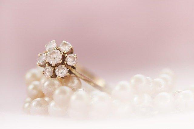 prsteny s drahokamy